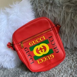 Gucci crossover bag.